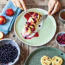 Пшенники с ягодно-кокосовым соусом: рецепт приготовления