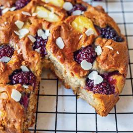 Пирог с ежевикой и ананасом: рецепт приготовления
