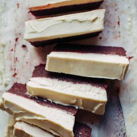 Торт «Свекольный бархат» с лимонным кремом: рецепт для веганов