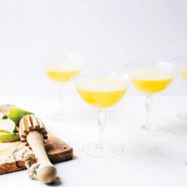Коктейль «Мимоза» с манго, имбирем и комбучей: рецепт приготовления