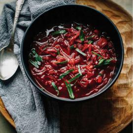 Рагу с кисло-сладкой тушеной капустой и розмарином: рецепт блюда