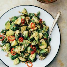 Салат из брюссельской капусты с лаймом и мисо: рецепт блюда