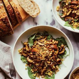 Теплый грибной салат с пармезаном из кедровых орехов: рецепт блюда