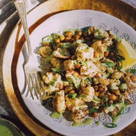 Запеченная цветная капуста с зеленым тахини: рецепт блюда