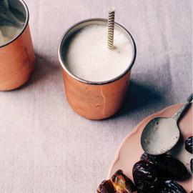 Финиковый шейк с соленой карамелью: рецепт для веганов