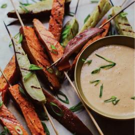 Закуска из батата с соусом из лайма и арахиса: рецепт для веганов
