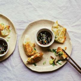 «Кармашки» с имбирной брюссельской капустой и шиитаке