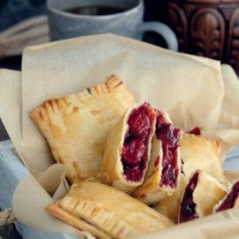 Пирожки с вишней: рецепт приготовления