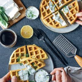 Вафли с сыром «Фета» и соусом дзадзики: рецепт приготовления