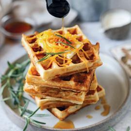 Вафли с сыром «Чеддер», розмарином и корицей: рецепт приготовления