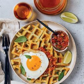 Вафли со шпинатом и соусом сальса: рецепт приготовления