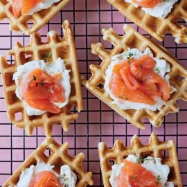 Вафли с лососем и творожным сыром: рецепт приготовления