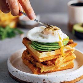 Вафли с авокадо и яйцом пашот: рецепт приготовления