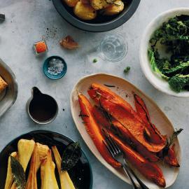 Запеченные овощи с розмарином и тимьяном: рецепт для веганов